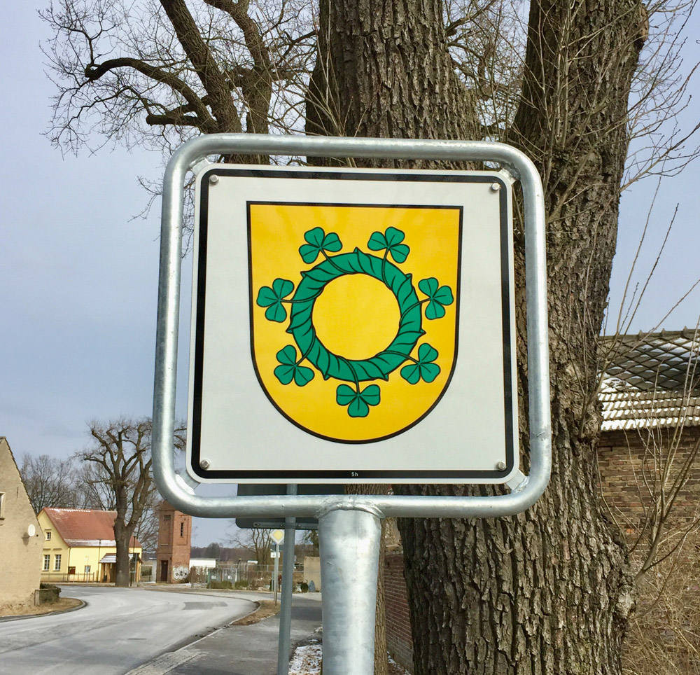 Abb. Gemeindewappen Reesdorf - Wappenschild am Ortseingang