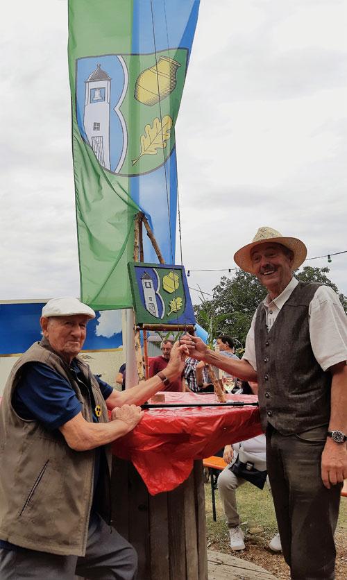Stiftungsfest Ortswappen Bäsch - Flagge und Holzschnitt